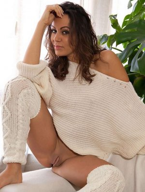 Jadwiga foot live escorts in Countryside